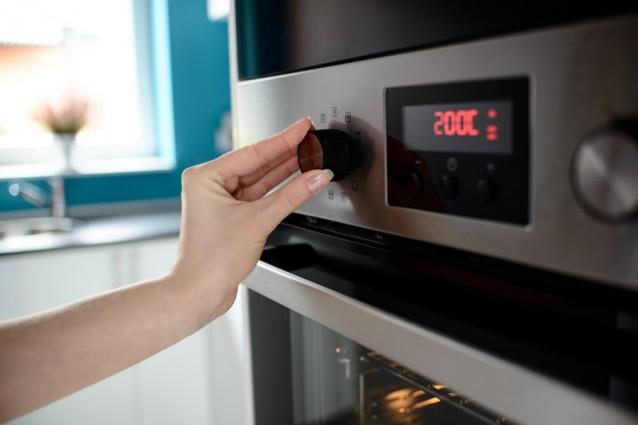 Koffiebonen branden in de oven