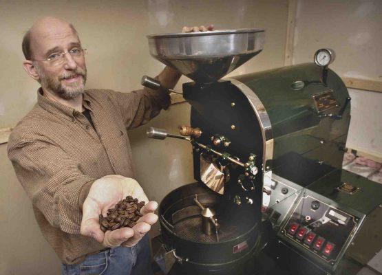 Man brandt zelf koffiebonen