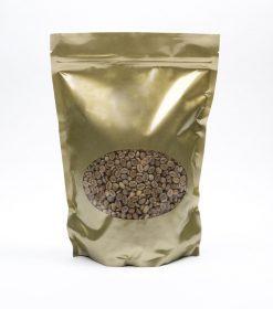 Groene koffiebonen bewaren in plastic pak